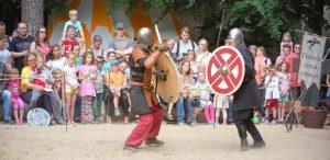 Ritterkampf beim Mittelalterspektakel im Wildpark Schwarze Berge