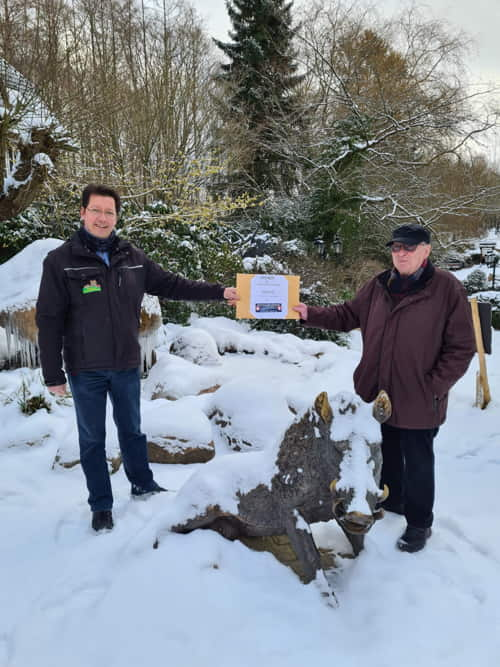 Spendenübergabe Arne Vaubel und Jürgen Lohse im Wildpark Schwarze Berge