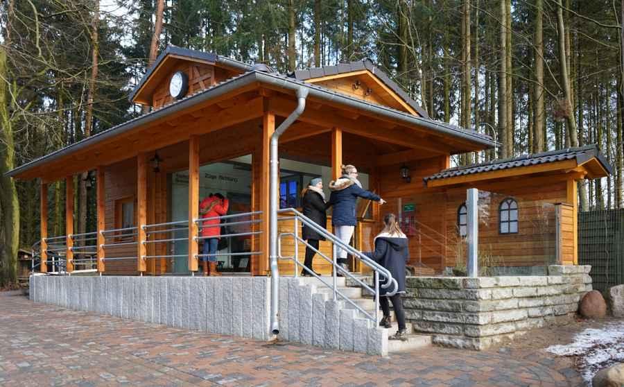 Bahnhofsgebäude im WIldpark