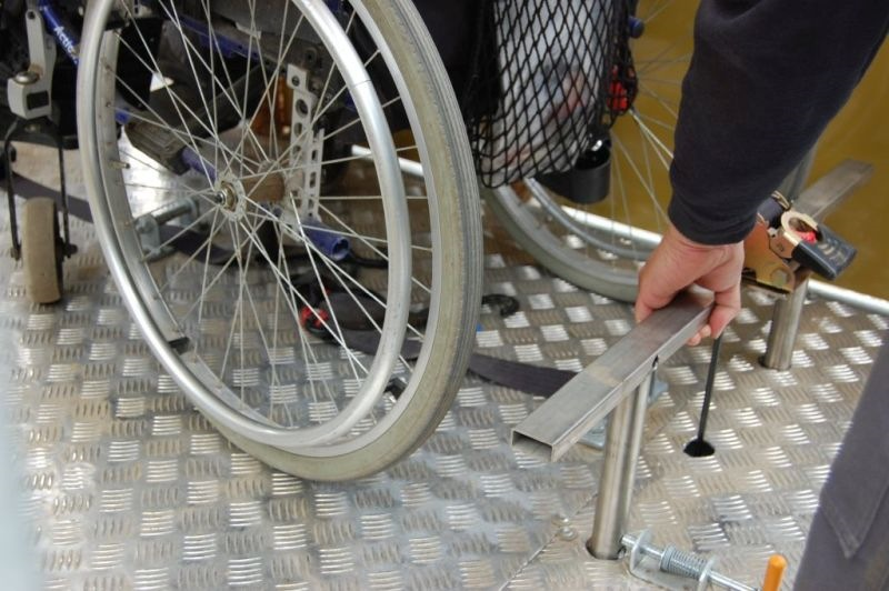 Bimmelbahn mit Rollstuhlanhänger