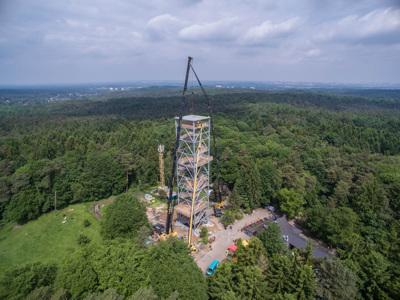 Bau des Elbblickturms im Wildpark Schwarze Berge